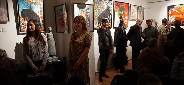 Олеся-Кущенко-в-центре-на-выставке-Индия-любовь-моя-Арт-Релиз.РФ